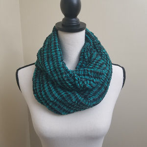 Accessories - Stretchy Green Black Infinity Scarf Super Soft!